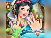 Play Snow White Nails Game on FOG.COM